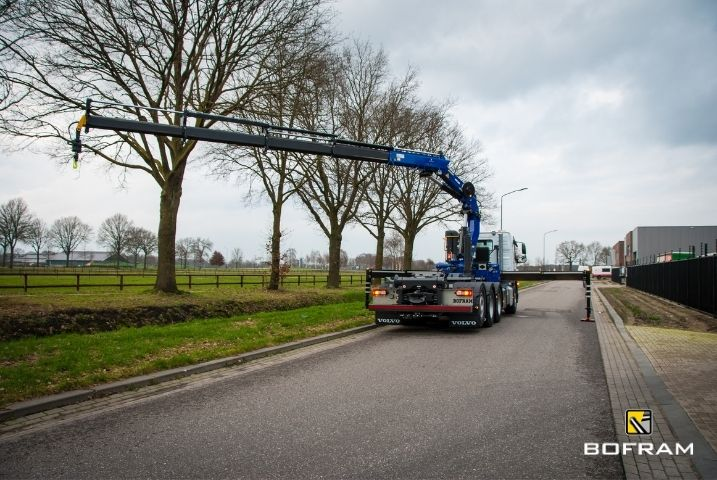 Truckopbouw haakarmsysteem en autolaadkraan Bofram Techniek